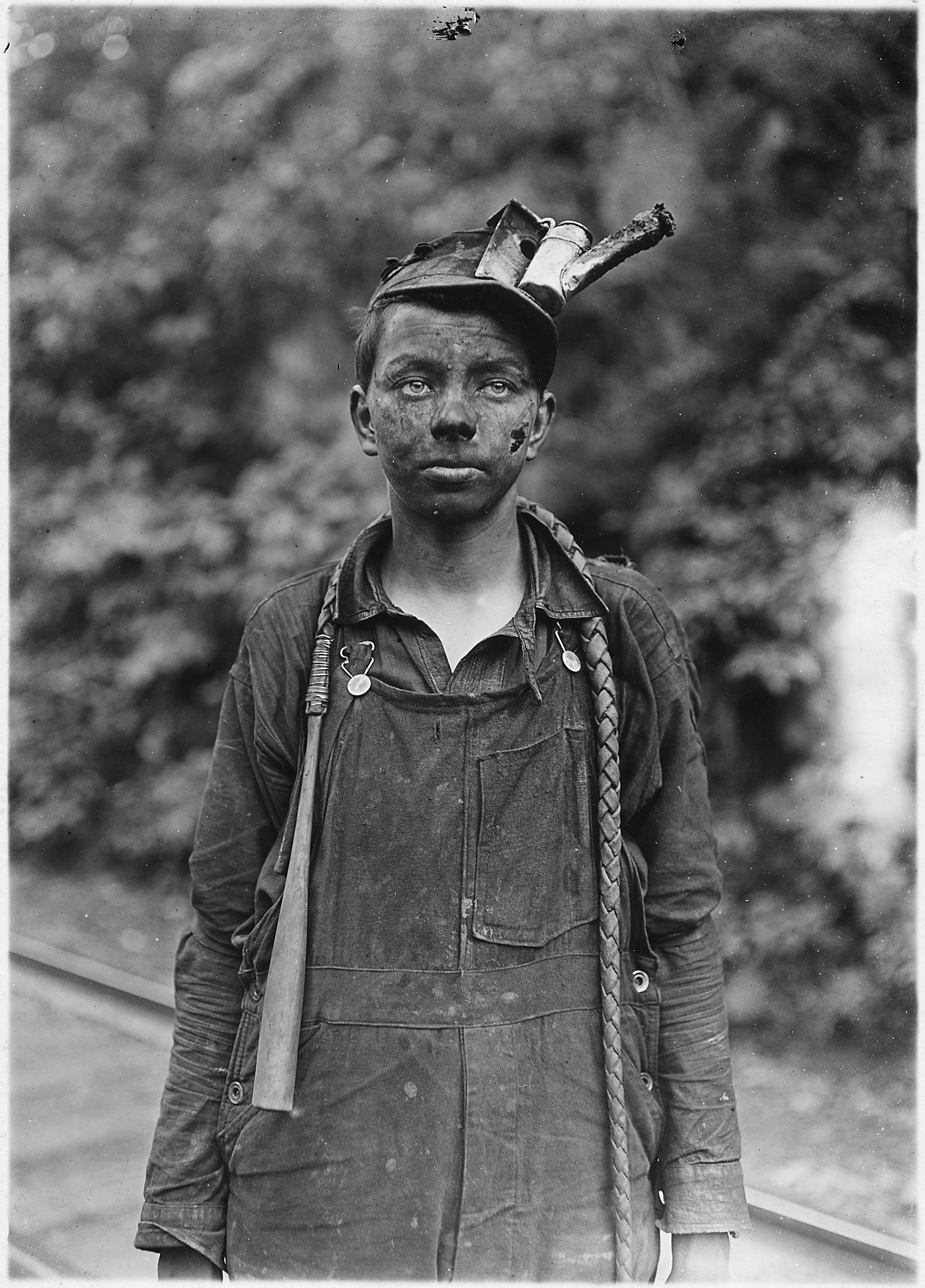 The Depressing Stories Behind 20 Vintage Child Labor Pictures