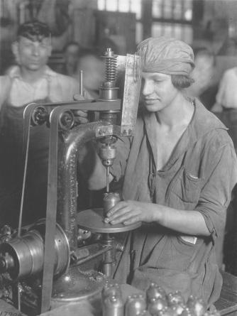 Manufacturing grenades. 165-WW-593-A61