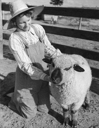 St. Francis, Kansas. Ruth Wilkins [caption lost]. ( 16-G-168-1-AAA-9463)
