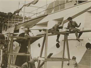 "Women Camouflage Land Battleship ""Recruit"" in Union Square, New York City. Local ID: 165-WW-599G-9."