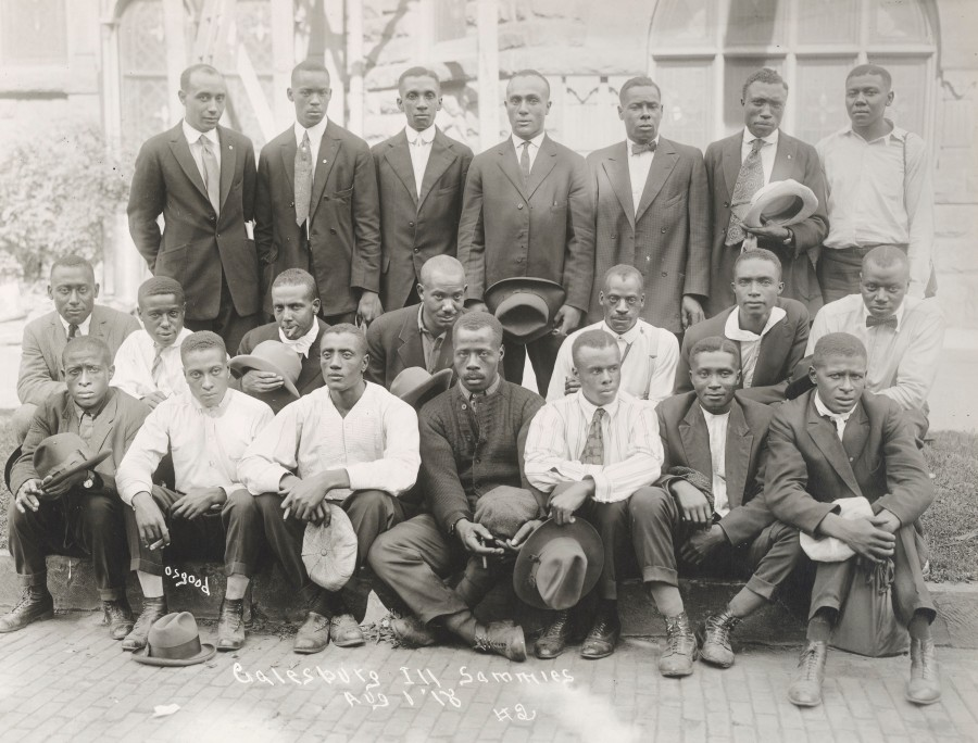 A group of black draftees from Galesburg, IL.  Local Identifier, 165-WW-127-127.