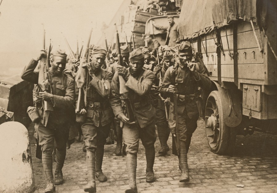 African American troops arriving in France. Local Identifier, 165-WW-291-D3