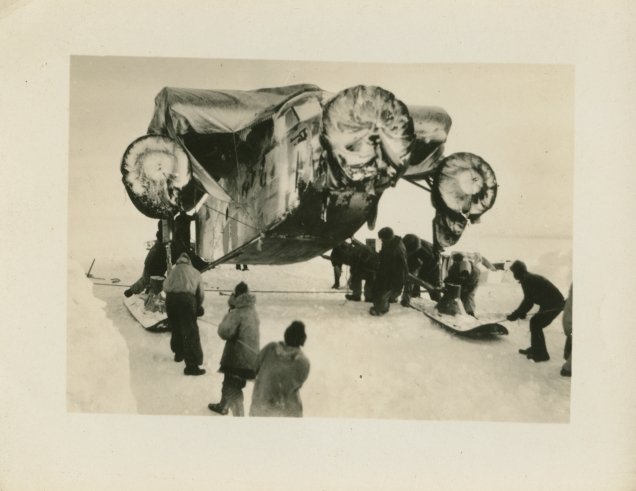 Unloading a plane on the first Byrd Antarctic Exploration. Local identifier: XEJD-DE-01-15-10